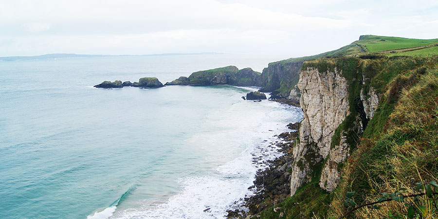 cliffs-causeway-coast-way-hiking-irelandways