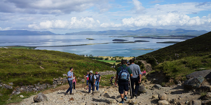 pilgrims-croagh-patrick-hiking-irelandways