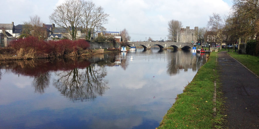 athy-castle-barrow-way-hikes-in-ireland-ways