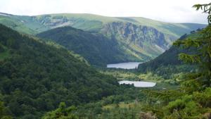 glendalough-lakes-wicklow-way-walking-ireland-ways