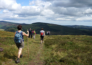 walking-holiday-ireland-group-irelandways